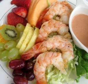 Yum - Grilled Shrimp Salad with Fruit